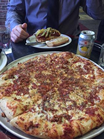 Salvatore's Pizzaiolo Trattoria: Their Original Pizza with Hot Italian Sausage!