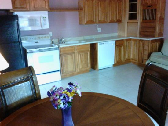 king suite kitchen picture of rodeway inn venice tripadvisor rh tripadvisor com