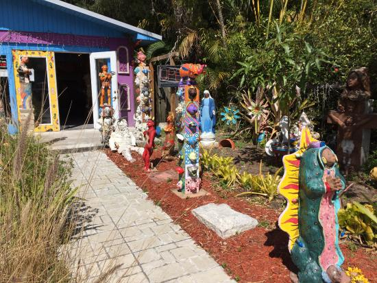 Bradenton, FL: Artist's workshop and store