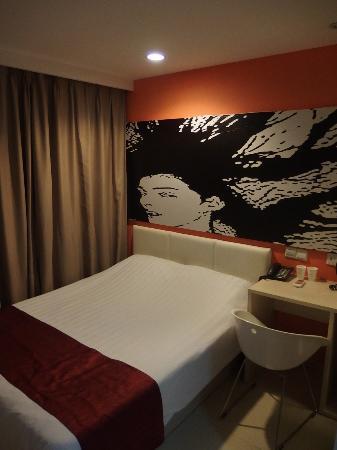 Genting Star Shanghai Hongkou: Страшненькая картина над кроватью
