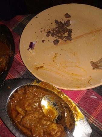 Hotel Shubham: Cement and sand chuck in food
