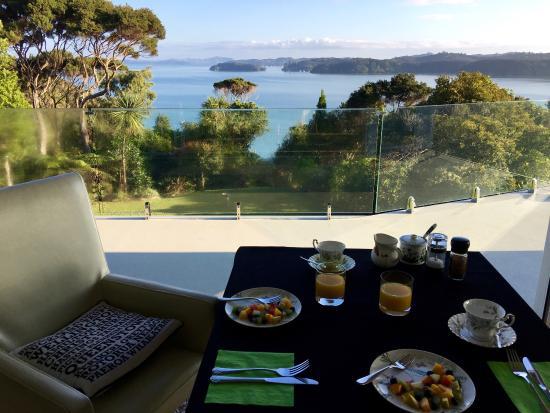 Cherry Bay Lodge: Breakfast setting.