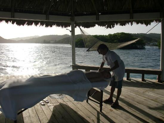 Spa at Barefoot Cay: massage at our palapa