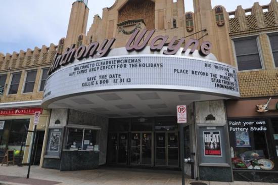 Reel Cinemas Anthony Wayne Theater: Marquee