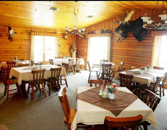 Wabigoon, Canada: The eating area overseen by a bull moose
