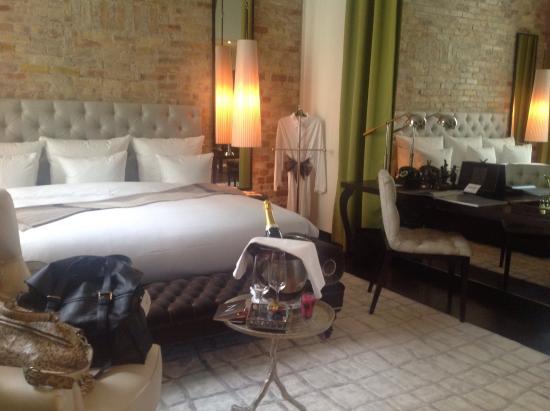 vista dalla camera picture of hotel zoo berlin berlin tripadvisor. Black Bedroom Furniture Sets. Home Design Ideas