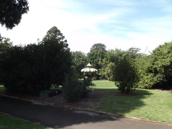 Lake Hamilton Motor Village & Caravan Park : Hamilton Botanic Gardens