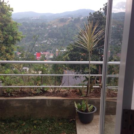 Kandy Reach Inn: A beautiful cozy little place with a lovely view...