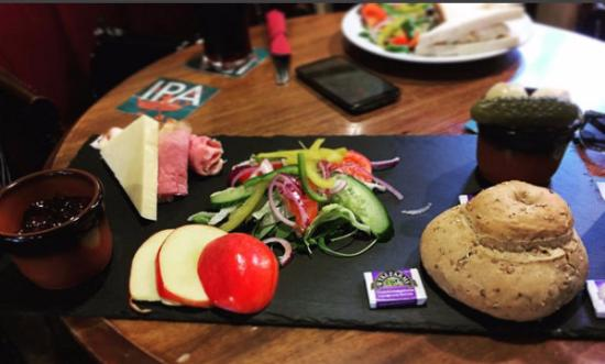 The Bell Hotel: Enjoyable, tasty Ploughmans in the Pub