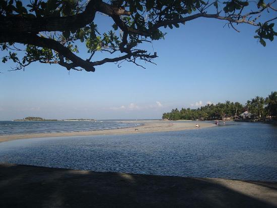 Pangasinan Province, Filippinerna: spiaggia vista dal molo