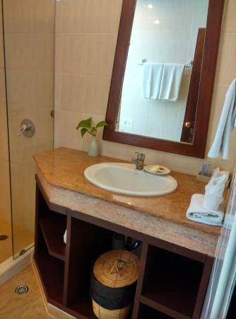 Laem Set, Tailandia: Basic bathroom amenities