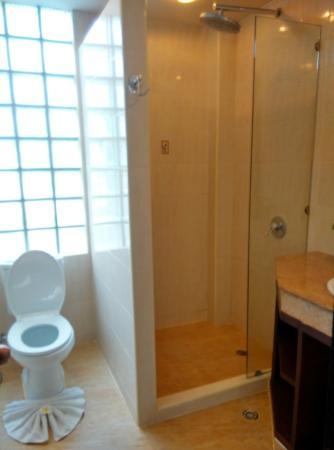 Laem Set, Tailandia: Toilet & Shower area