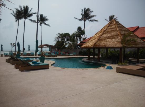 แหลมเส็ต, ไทย: Newly refurbished pool area
