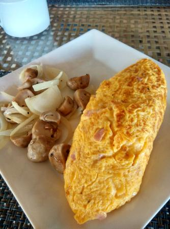 Laem Set, Thailand: Omelette (cheese + ham) with grilled mushrooms
