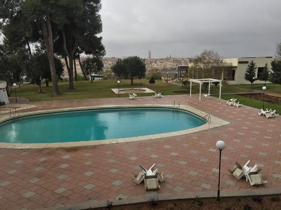Hotel Transatlantique Meknes: летом в бассейне должно быть отлично