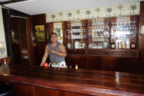 MNUW Bar & Restaurant: Trevlig personal i baren.