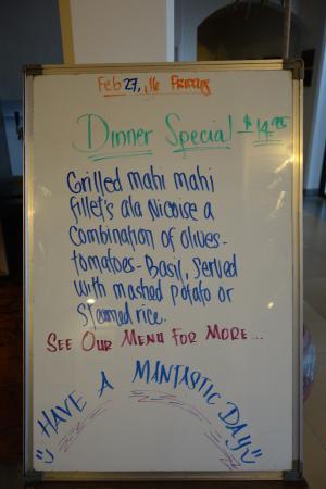 MNUW Bar & Restaurant: Här reklam för kvällens special.