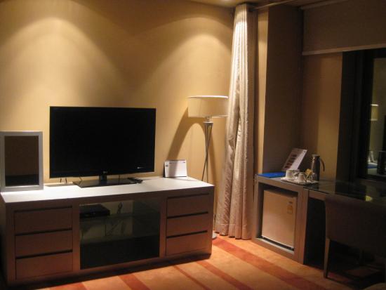 โรงแรมบลูเพิร์ล: โทรทัศน์