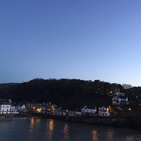 Channel Vista Guest House: Combe Martin at dusk