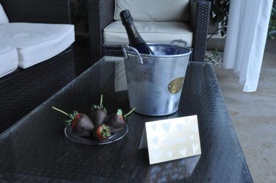 Little Paradise Hotel: Valentine's prosecco and hand-dipped chocolate strawberries