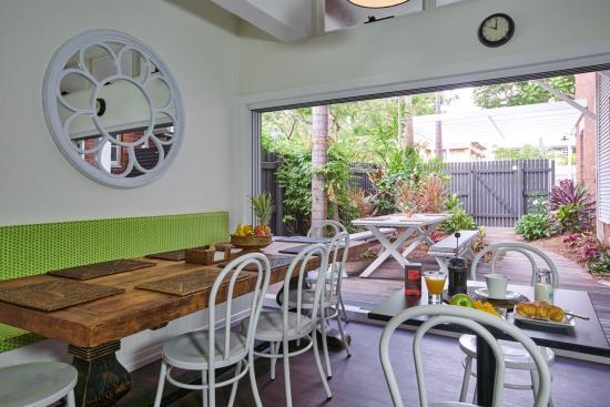 Edward Lodge : Guest lounge & Breakfast room