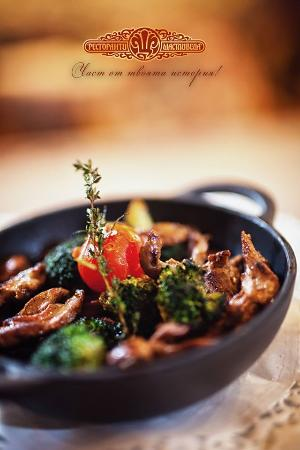 Shtastlivetsa Vitoshka: Duck bon-fillet with porcini and fresh crunchy broccoli, sauteed in butter with garlic and citru