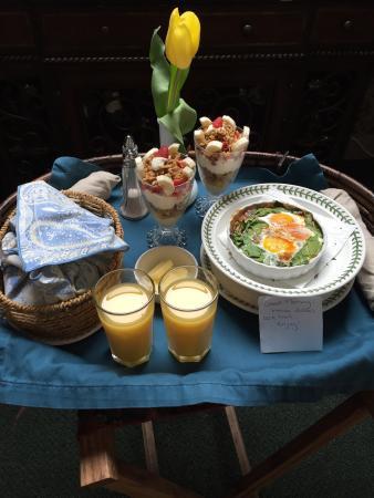 The Black Walnut Guest House: Breakfast