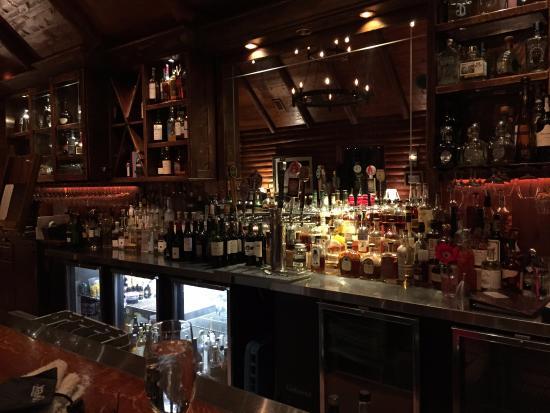 Ranch House Restaurant & Saloon: the well stocked Bar