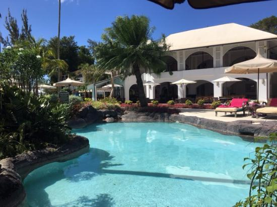 Porters, Barbados: Deluxe poolside room view to internal Dining and Bar areas