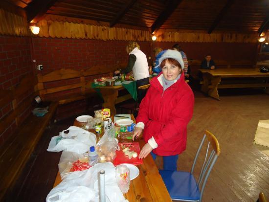 Shchelkovsky District, Russia: Подготовка к праздничному ужину с шашлыками в шатре