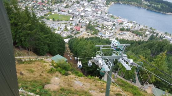 Queenstown, Nowa Zelandia: Looking at the gondola from the top