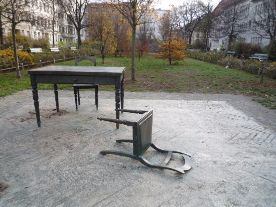 Koppenplatz: La scultura