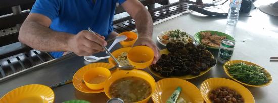 Sunny Boat Trip: Le repas mais ce n est qu'une partie....