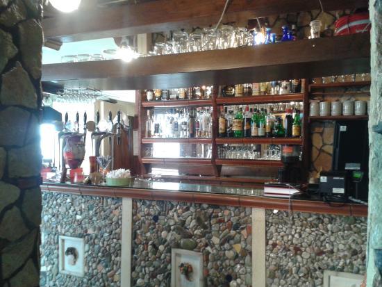 Bancone bar - Picture of Lo Sfizio Ristorante Pizzeria, Patacca ...