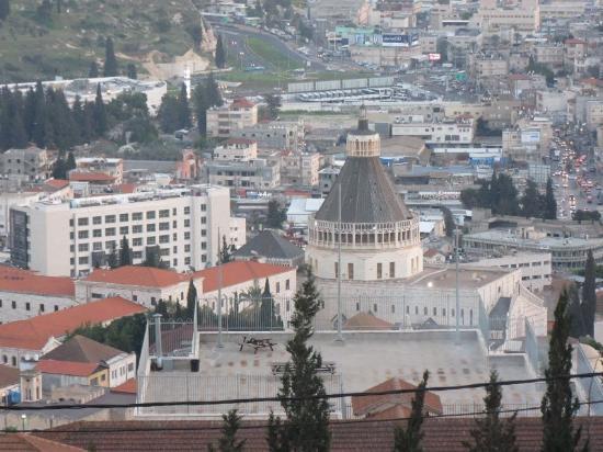 St Gabriel : מראה כנסיית הבשורה מהחדר
