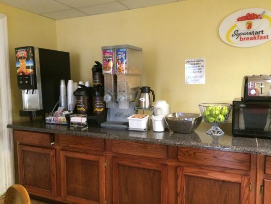 سوبر 8 كيمبال: Breakfast Area