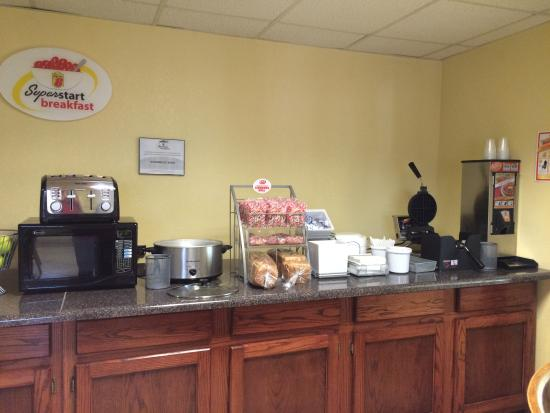 Super 8 Kimball: Breakfast Area