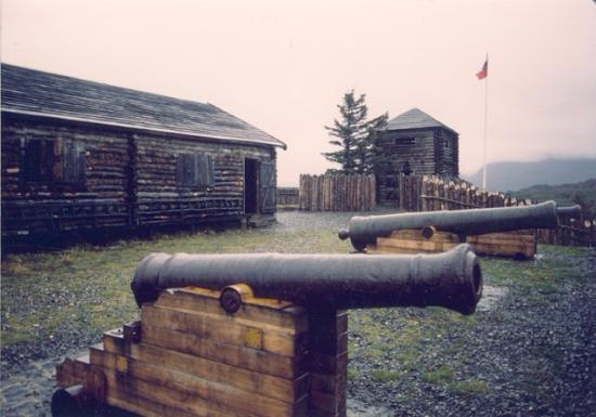 Canete, Cile: Antiguos cañones en Fuerte Tucapel en Cañete