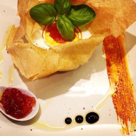Bukaro Ristorante Italiano: Cesta de pasta Filo con mousse de queso de cabra....