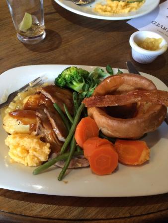 Twyning, UK: Roast Pork with crackling