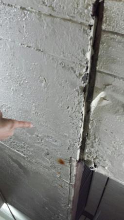 Quality Inn & Suites Conference Center: More peeling paint and damage concrete.