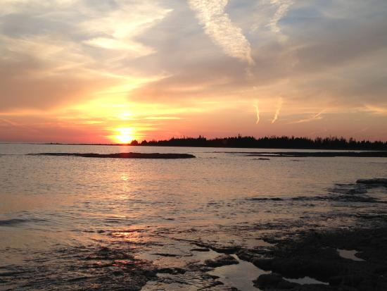 Gales Haven Bed and Breakfast: Breathtaking Sunsets