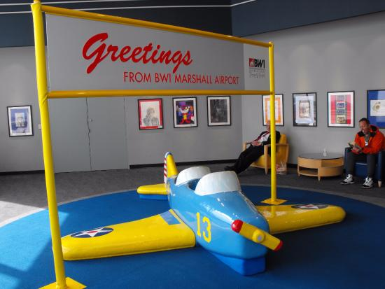 The Observation Gallery at BWI Marshall: Play area for kids.