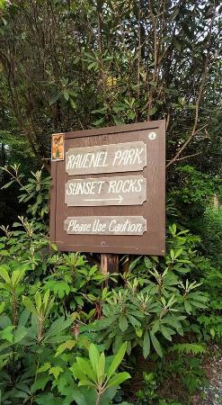 Sunset Rock and Ravenel Park : trail head sign
