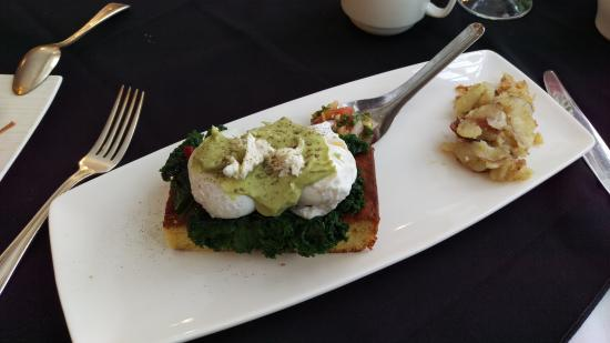 Ste. Anne's Spa: Vegetarian, gluten free eggs benny. Drool...