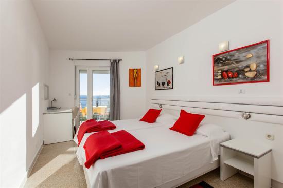 Ark Apartments: Sea View Bedroom