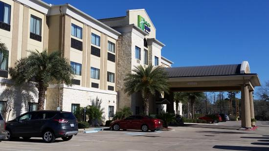 Holiday Inn Express Hotel & Suites Beaumont-Parkdale: Front of the hotel