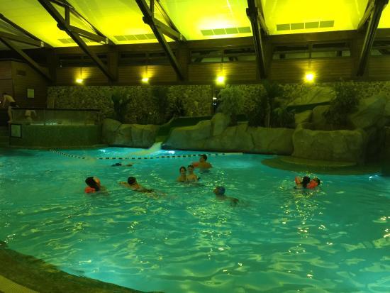 Chambre standard dans le m me batiment que celui de la for Hotel sequoia lodge piscine