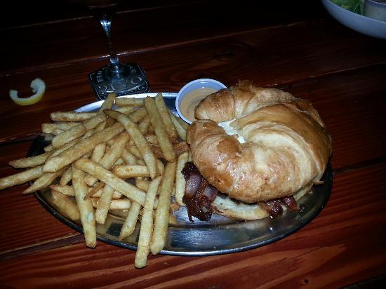 bouffant burger picture of the hills la mesa tripadvisor rh tripadvisor com