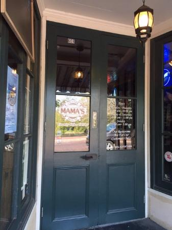 Mama's Oyster House: Front door